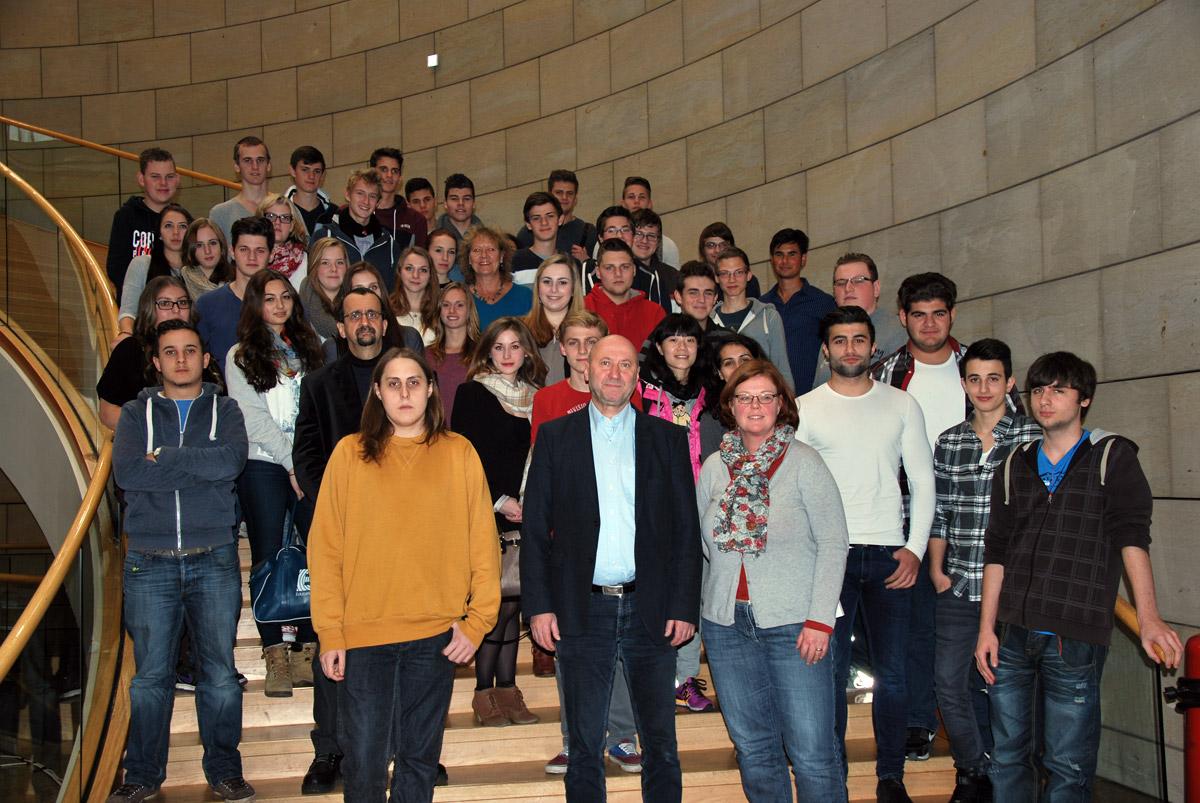 Zwei Klassen des Wirtschaftsgymnasiums des BBZ Grevenbroich besuchten den Landtag Nordrhein-Westfalen.