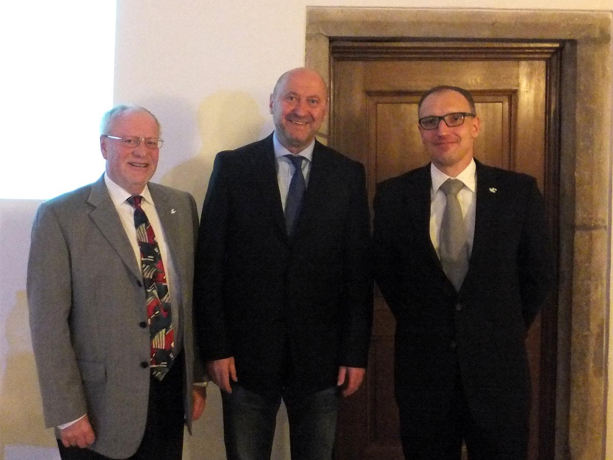 (v.l.n.r.:) Horst Fischer (stellvertretender Landrat), Fraktionsvorsitzender Rainer Thiel MdL, Markus Temburg (Kreisverwaltung)